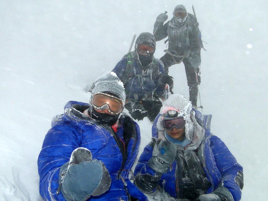 2-ritika-at-elbrus-in-snow